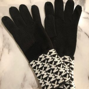 Michael Kors signature gloves NWT